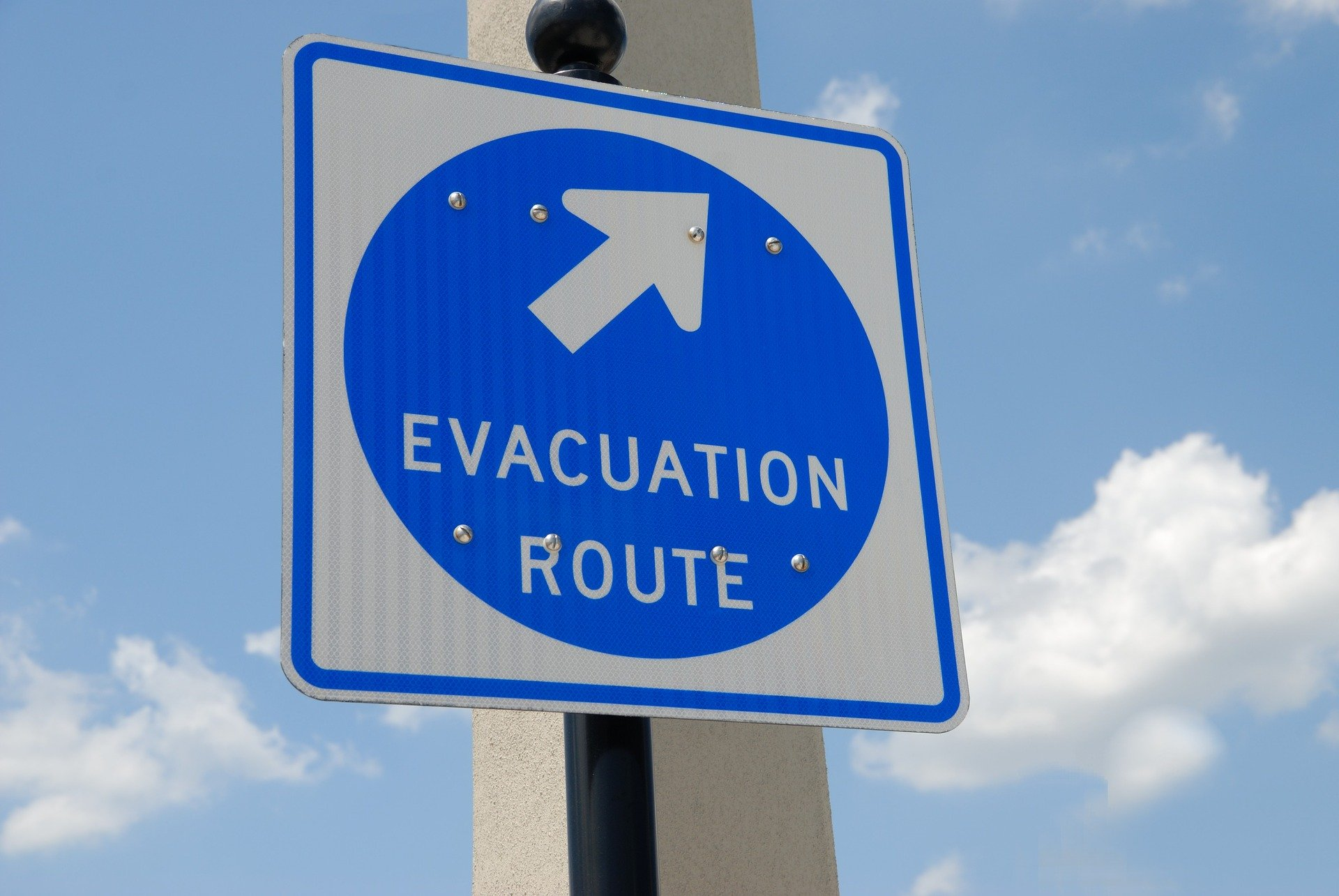 evacuation-sign-1738375_1920